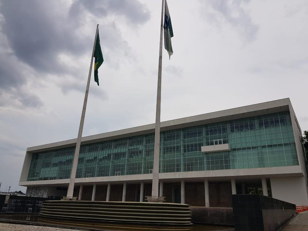 O Governo do Paraná informou que o reajuste salarial dos servidores estaduais, previsto para janeiro em 1,5%, não será feito.